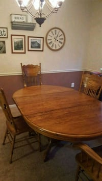 Table and 4 chairs Stafford, 22554