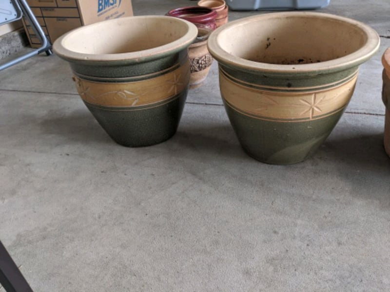 Plant Potts.. set of two  752d9044-f53b-4cb6-8d24-5bea05c7ffab