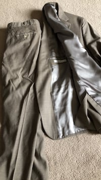 Kenneth Cole designer suit - men size small/medium Ottawa, K2J 0H7