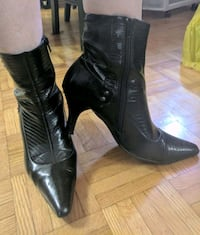 Black boots, point toe