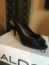 pair of black leather pointed-toe pumps Brampton, L7A 1M7
