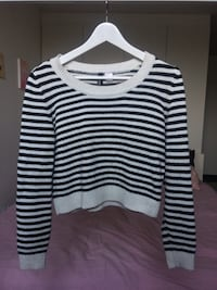 Black-and-white striped short sweater