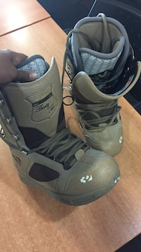 pair of gray-and-black snowboard boots Surrey, V4N 3W2