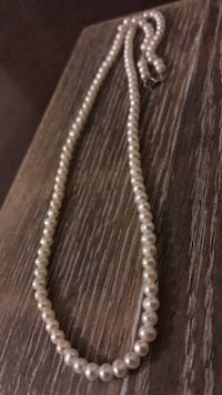 White pearls necklace Whitby, L1N