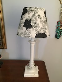 White and black floral table lamp