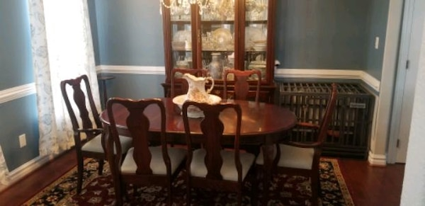 Dining Room Set.   6 chairs, hutch, table with leaf. b9d9828f-dcca-4610-a274-8f73b23e2112