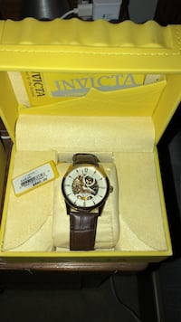Round silver invicta chronograph watch with black leather strap Canton, 30114