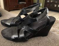 Pair of black leather peep-toe heeled sandals El Centro, 92243
