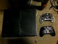 black Xbox One game console with controller Salem, 97305