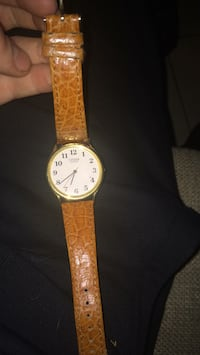 round gold-colored analog watch with brown leather strap Hamilton, L8L 6X5