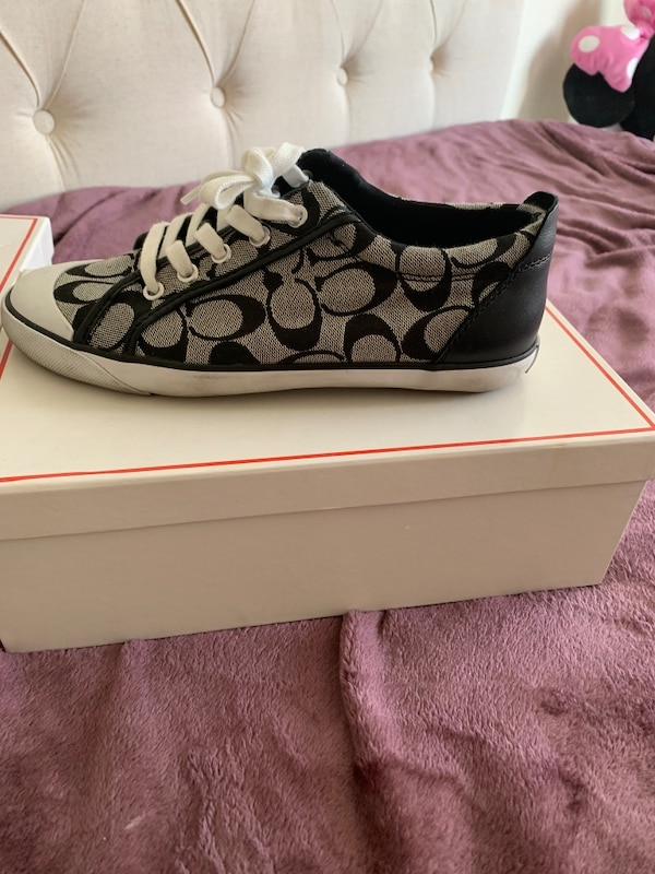 Excellent condition women's Coach shoes size 8 $25 like new! 4b879efc-19d5-4f1f-b737-5b281ea2d639