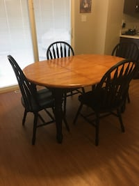 Oval brown wooden table with four chairs dining set Cedar Rapids, 52405