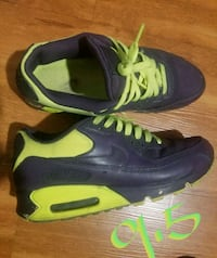 pair of blue-and-green Nike basketball shoes Louisville, 40272