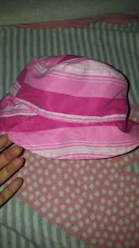 pink and white striped bucket hat Montréal, H4R 1C3