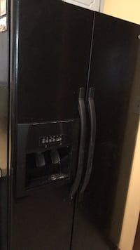 black side-by-side refrigerator with dispenser null