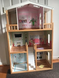Doll house, perfect size for Barbies