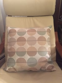 """1 CONTEMPORARY PILLOW COVER WITH FEATHER PILLOW (LIKE NEW M) - 19""""x19"""" 1470 mi"""