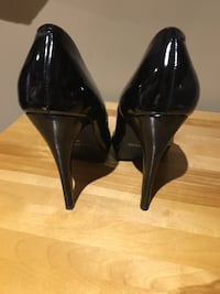 pair of black patent leather pointed-toe pumps Ottawa, K1S 2S8