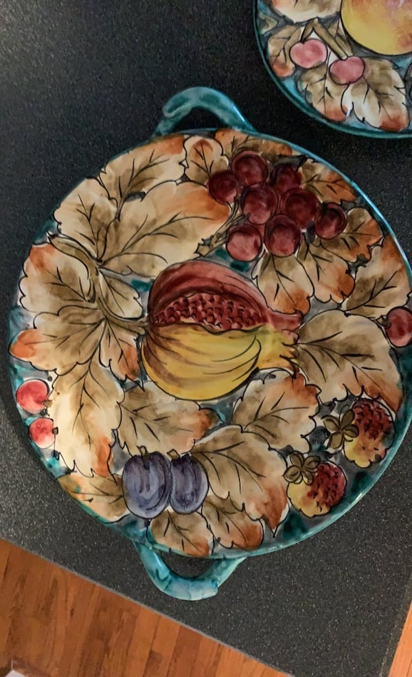Artisan made cake serving and dish 84de1e67-a4c9-4913-8686-d60c7eb91e90