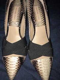 pair of brown MK pointed pumps Mississauga, L5M 8C5