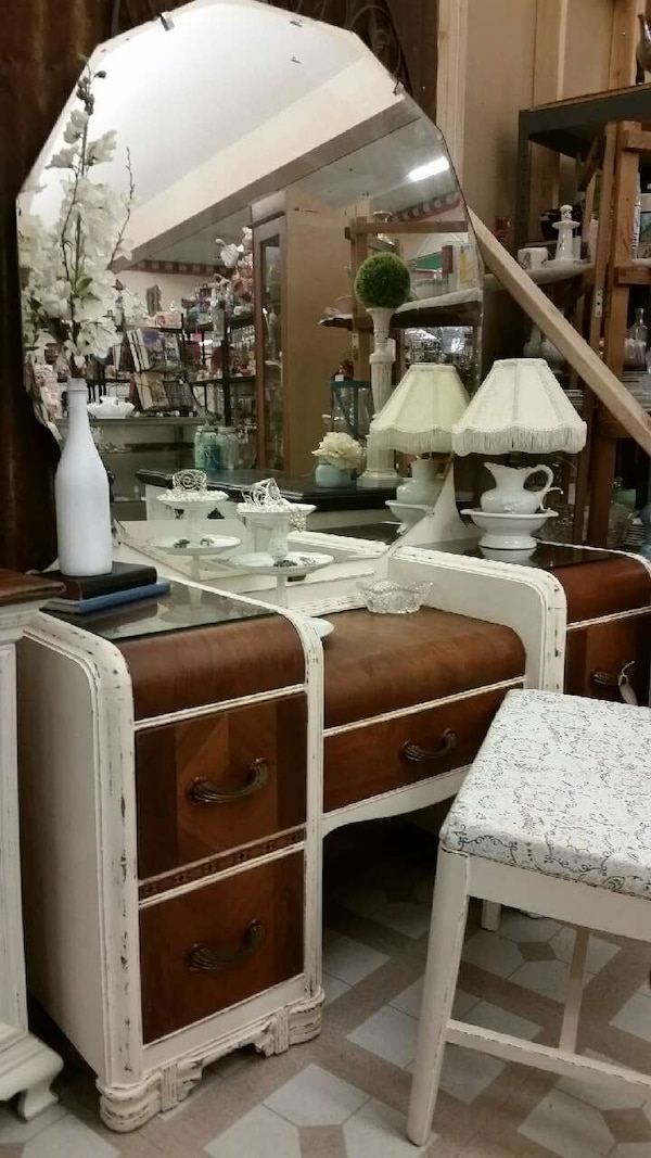 antique waterfall vanity with Bench - Used Antique Waterfall Vanity With Bench For Sale In Harper - Letgo