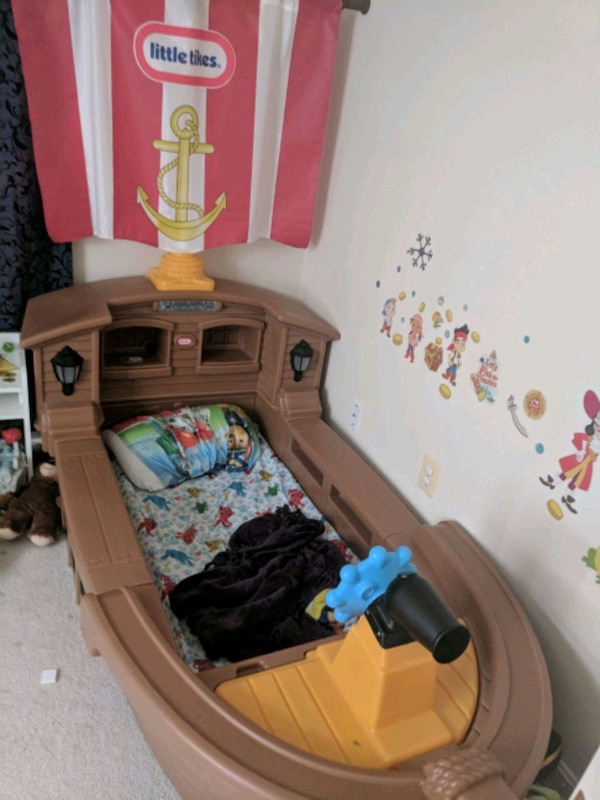 Toddler Pirate Ship Bed little tikes