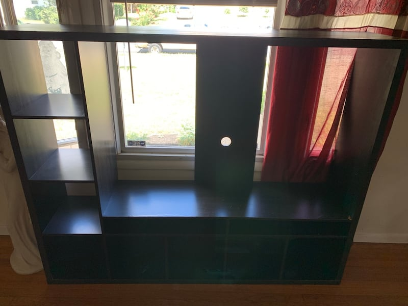 TV Stand b8f5514d-3276-4493-8be8-3670df747f05