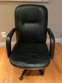 Lightly used black leather office rolling chair Toronto, M2N 7K2