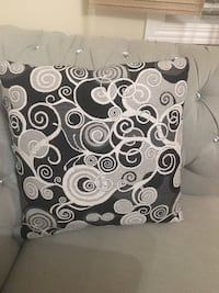 black and white floral throw pillow Bolton, L7E 2X4