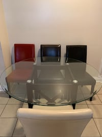 round glass-top table with chairs New Orleans, 70127