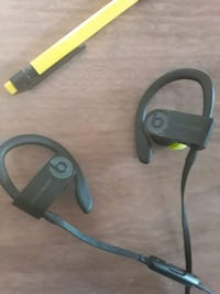 looking to sell my dre beats 3 wireless London, N6B 1H3