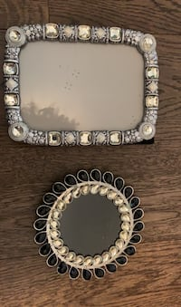 Beautiful elegant picture frame  North Vancouver, V7M
