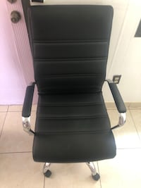 Black rolling chair Miami Gardens, 33055