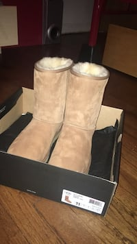 M Classic Short Ugg's (size 11)