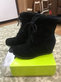 Women's black suede lace-up fur-trim wedge booties with box Fairfax, 22030