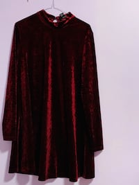 New zara brand velvet top and urban planet velvet huddi large to xl  Mississauga, L5V 1R4