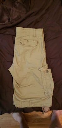Tan cargo shorts  Sherwood Park, T8A 2H1