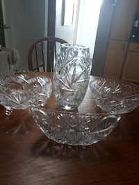 clear glass vase for all make an offer downsizing  London, N5W 2P3