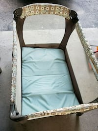 Graco play pen with diaper changer Mississauga, L5N 5P8