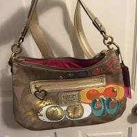 Coach tan signature fabric purse with shoulder/ hand strap options. Fabulous condition. San Anselmo, 94960