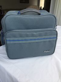 Insulated shoulder bag for accessories, hardly used.  Brossard, J4X 1Y4