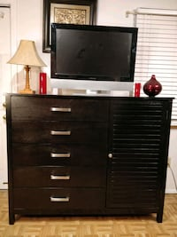 Like new modern wooden dresser/TV stand/buffet wit Annandale, 22003