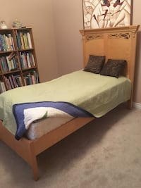 Solid wood bed with mattress  Vaughan, L4J 0B6