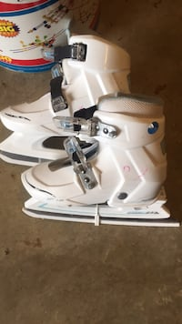 Ice Skates - adjustable sizes 2-4 (girls) Silver Spring, 20905