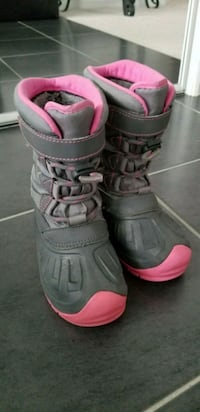 pair of gray-and-pink duck boots Shelburne, L0N 1S2