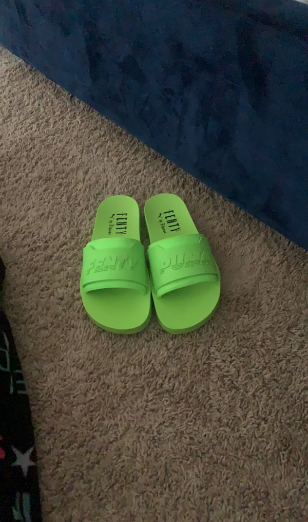 pretty nice e60e0 99aba Fenty Puma Slides W/ Shoe Bag