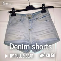 Blå denim shorts