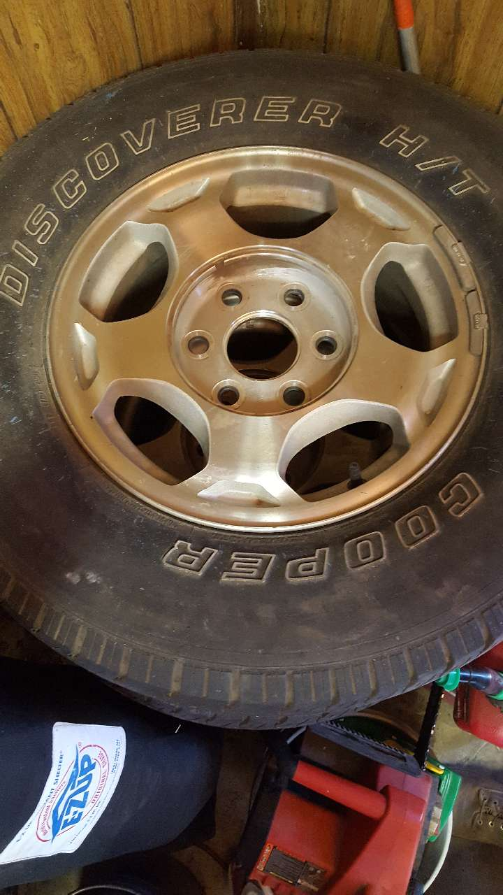 Photo 16 Chevy factory rims only