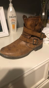 pair of brown leather boots Thousand Oaks, 91362