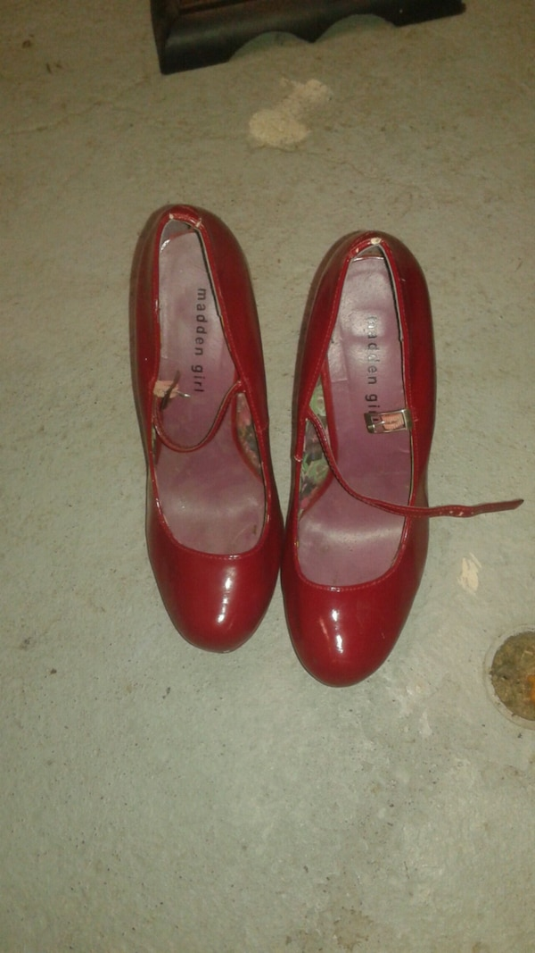STEVE MADDEN & GUESS shoes sizes FROM 5 1/2 TO 8 28ac23d1-f33f-4077-b300-5476d912e9b6